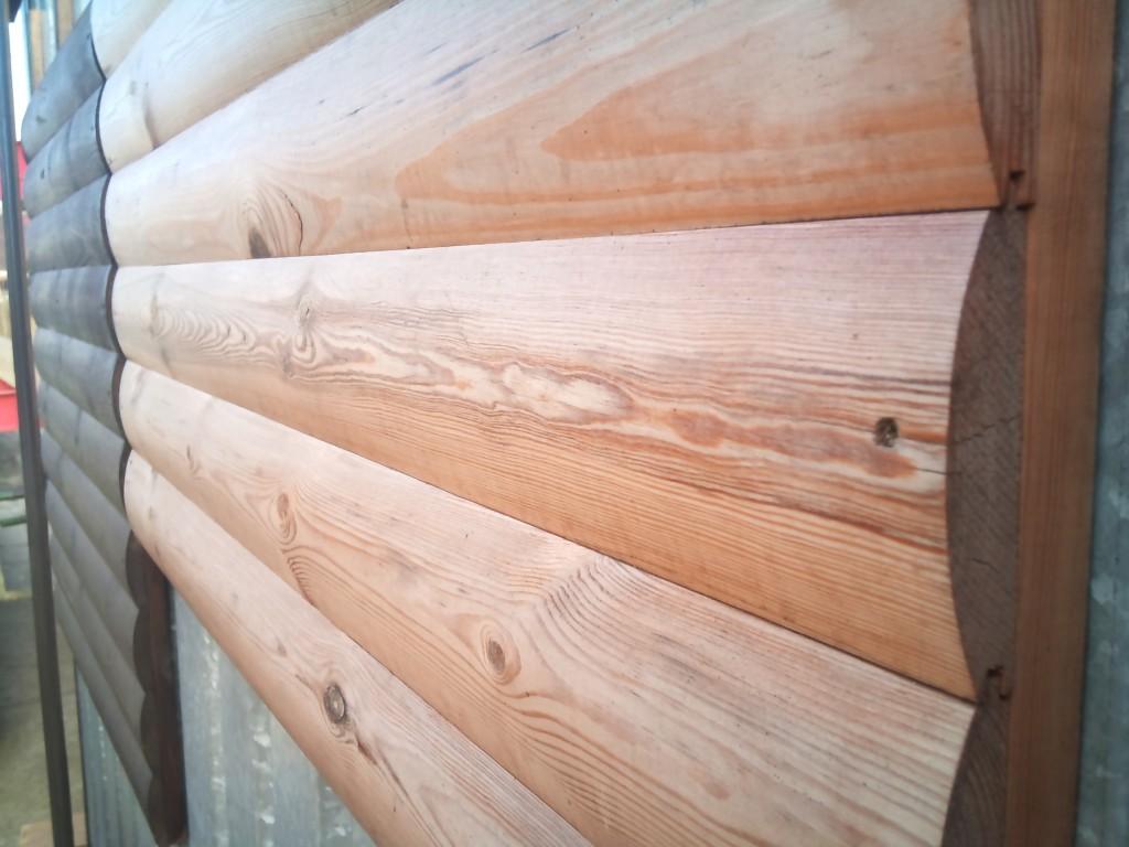 drewno w kolorze naturalnym