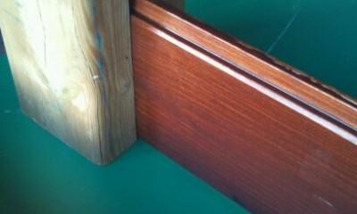 deski wpuszczone w słup