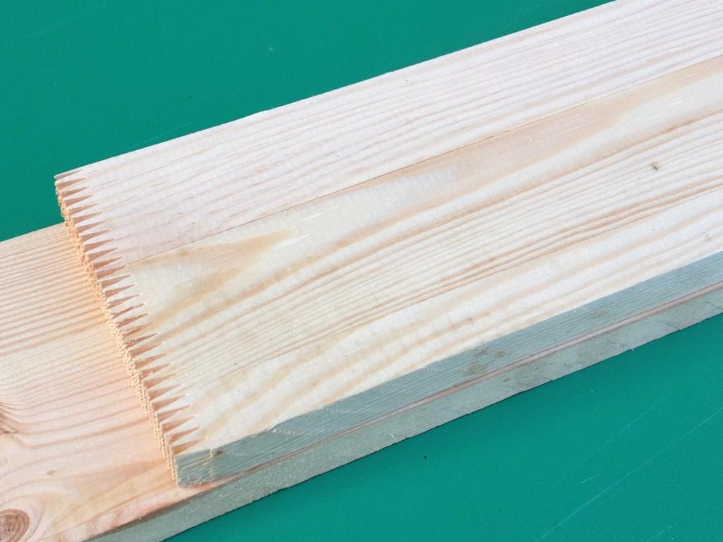 przestrugane deski są klejone na grubość w  belki.
