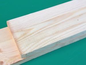 Przestrugane deski są klejone na grubość,  belki.