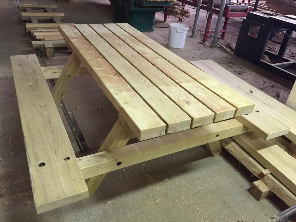 stół o długości 2 m